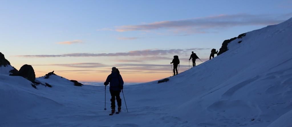 Fin de journée à ski dans une neige rare... Direction le Refuge de la Pra
