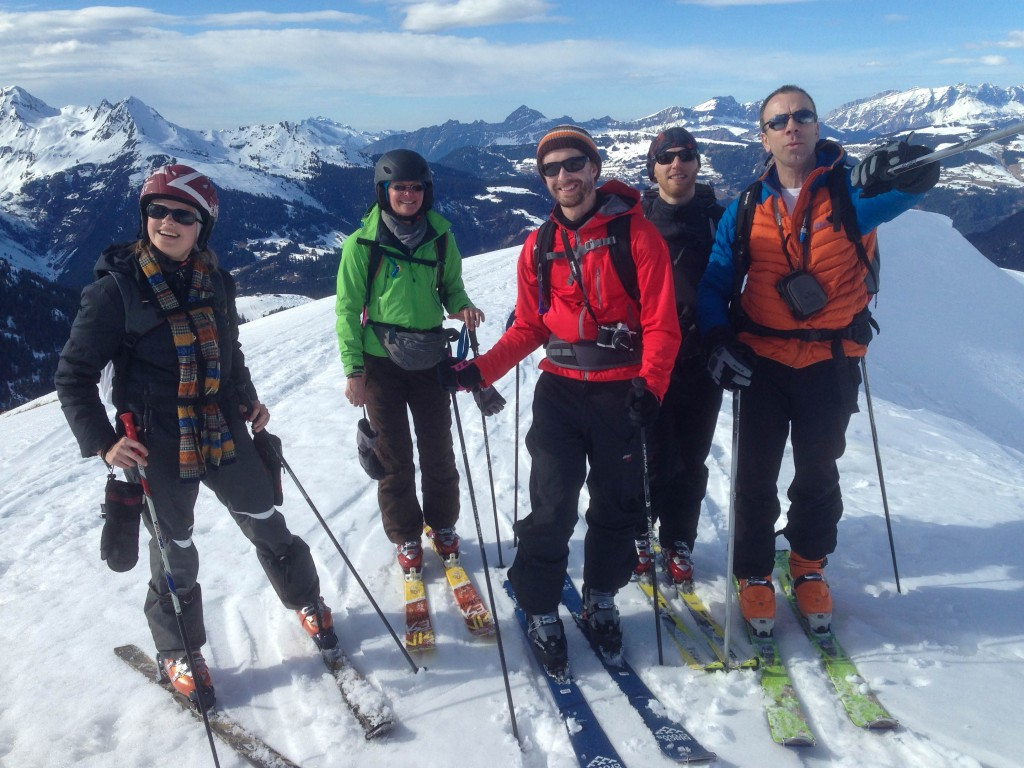 Le groupe sur les crêtes ventées du mont  des Acrays. 360° de montagnes à couper le souffle.