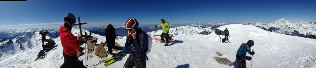 Sommet du Grand-Mont... Jusqu'ici tout va bien... Attention, y a un ski qui se fait la malle...