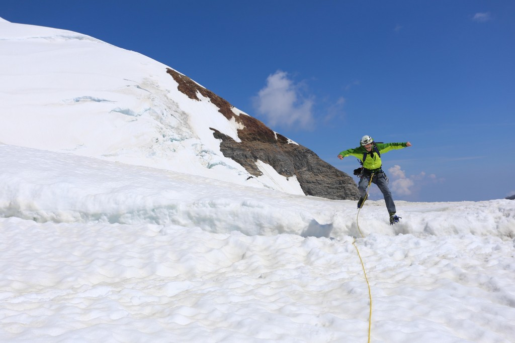 "Quelques sauts de crevasses au retour pour rejoindre  ""The Top of Europe"""
